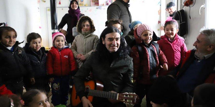 Sanatçı Murat Kekilli Suriye'de Sığınmacı Kamplarını Ziyaret Etti
