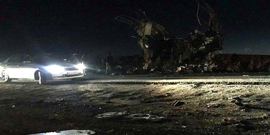 İran Devrim Muhafızlarına Canlı Bomba Saldırısı