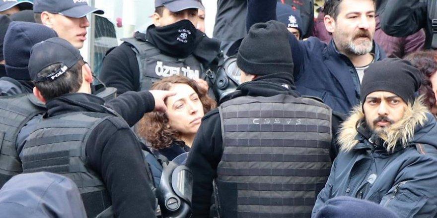Van'da HDP'li Vekillerin Yürüyüşüne Polis Engeli