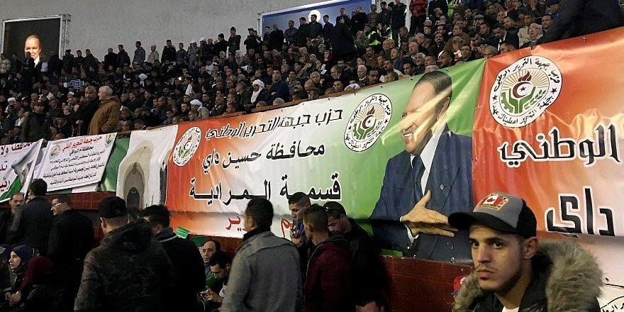 81 Yaşındaki Bouteflika'nın 5. Dönem Başkanlık Adaylığına Tepkiler Büyüyor