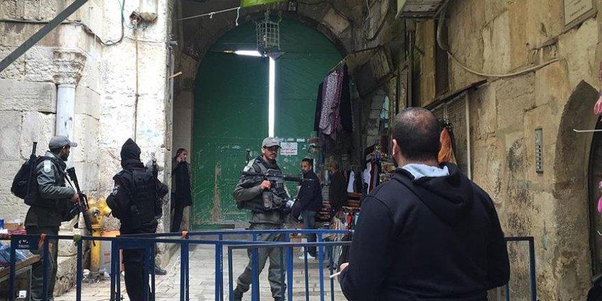 İşgalci İsrail Polisi Mescid-i Aksa'nın Kapılarını Açtı