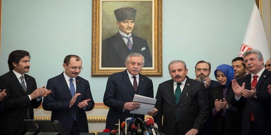 Mustafa Şentop TBMM Başkanlığı İçin Adaylık Başvurusunu Yaptı