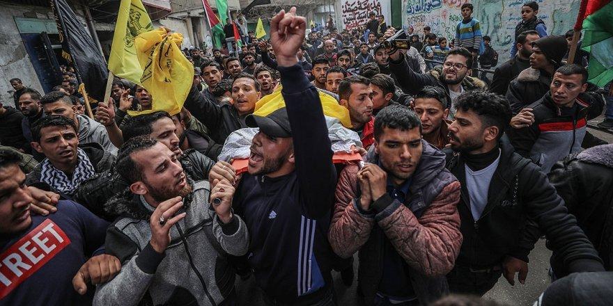 Gazze Genç Şehidini Hakk'a Uğurladı