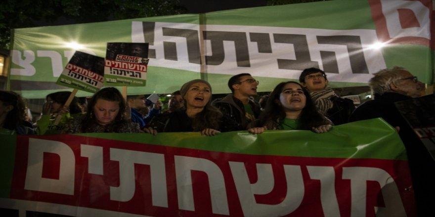 İsrail'de Yüzlerce Gösterici Netanyahu'yu İstifaya Çağırdı