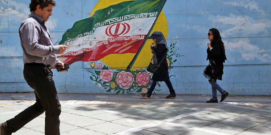 İran'da Toplumla Rejim Arasındaki Mutabakata Dair Makas Giderek Açılıyor