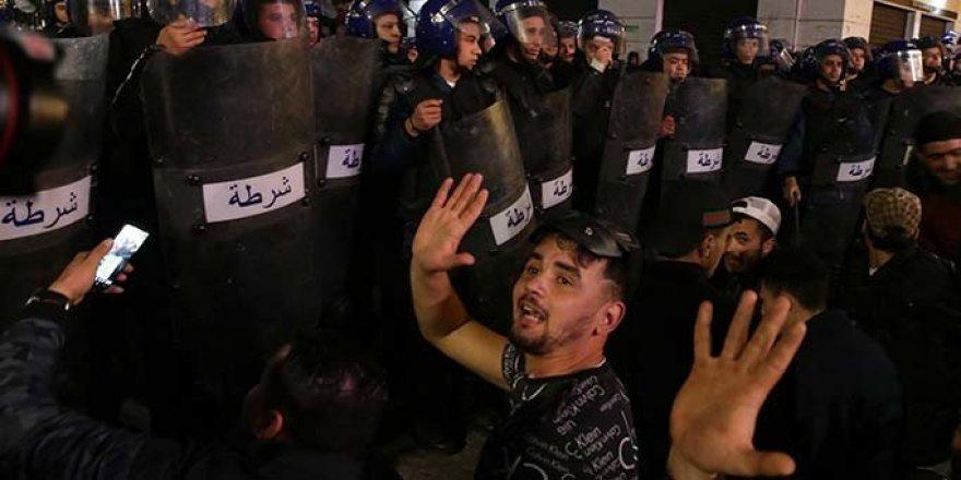 Cezayir'de Muhaliflerden Seçimleri Erteleme Çağrısı