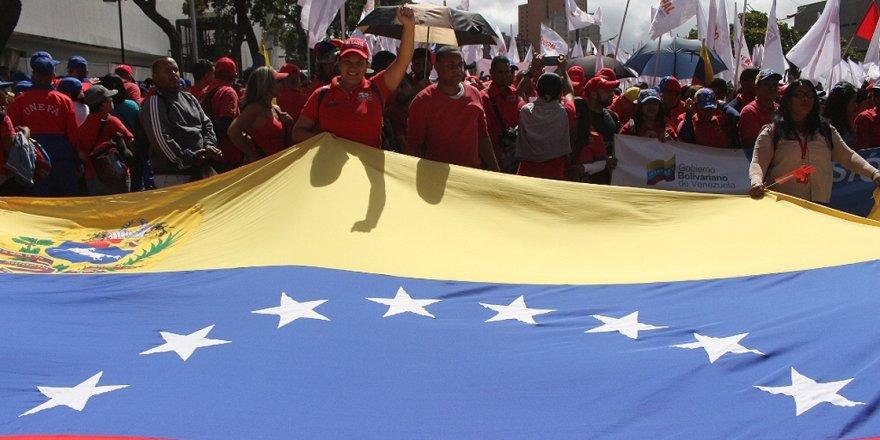 Hükümet Taraftarları da Muhalifler de 9 Mart'ta Venezuela Sokaklarında