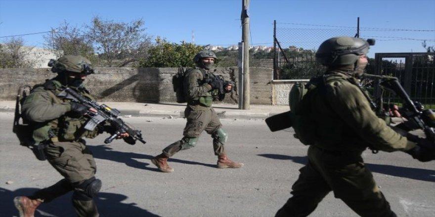 İsrail Askerleri İki Filistinliyi Yaraladı
