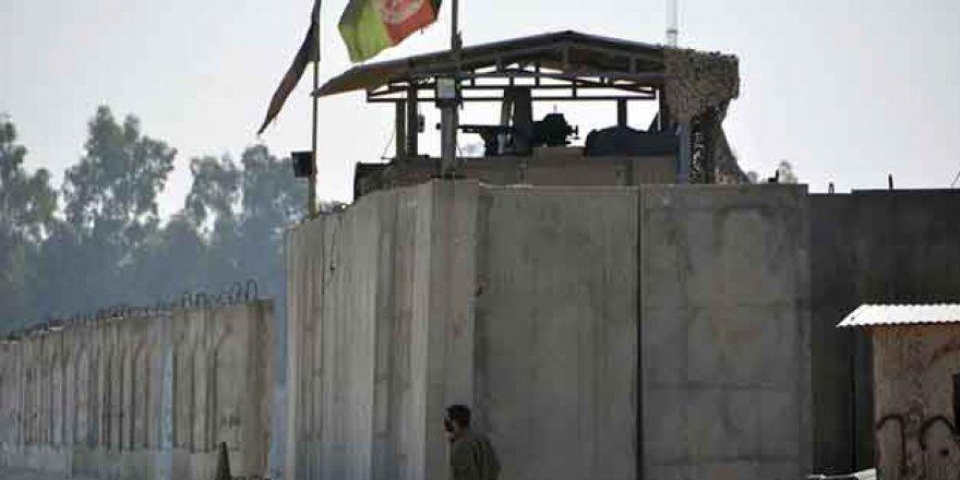 Afganistan'da Canlı Bomba Saldırısı