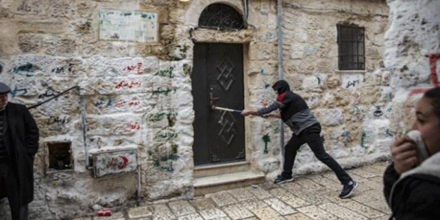 Siyonist İsrail Doğu Kudüs'te Filistinlilerin Evlerine Nasıl El Koyuyor?