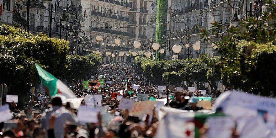 Cezayir'de Seçimler Ertelenmeyecek