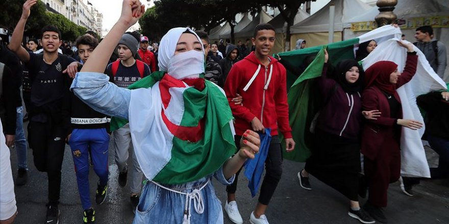 Cezayirlilerin Asıl Tepkisi Buteflika'nın Ardındaki Oligarşik Yapıya
