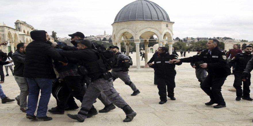 İsrail Polisi Mescid-i Aksa'nın İmamlarına Saldırdı