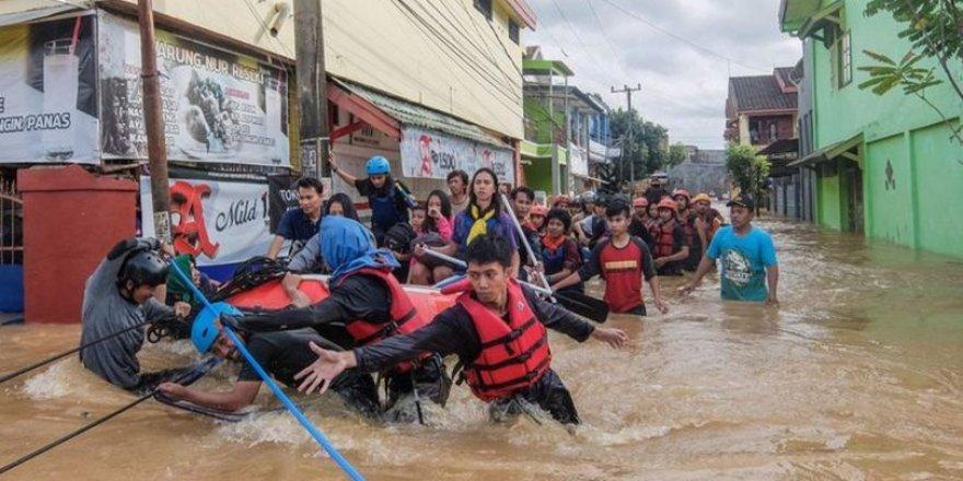 Endonezya'da Sel: 70 Kişi Hayatını Kaybetti