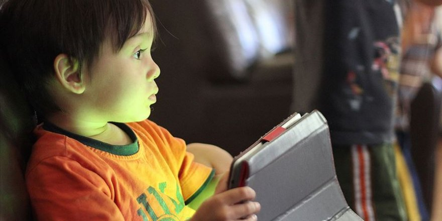 'Duygusal Boşluk İçindeki Çocuk Sanal Bağımlılıklara Yöneliyor'