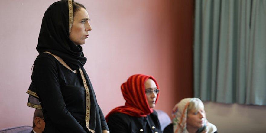 Yeni Zelanda'da Kadınlar Destek İçin Başörtüsü Takacak