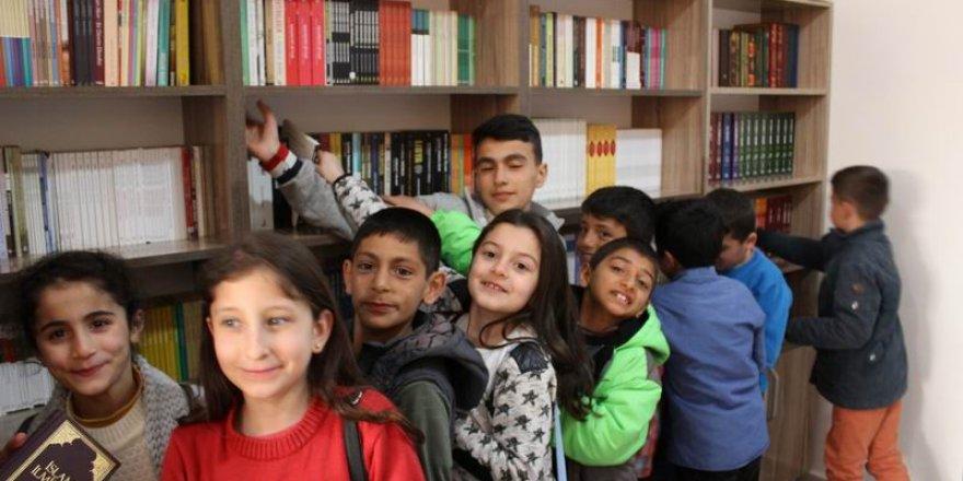 Muş Özgür-Der Gençlere Kitap Kahve Açtı