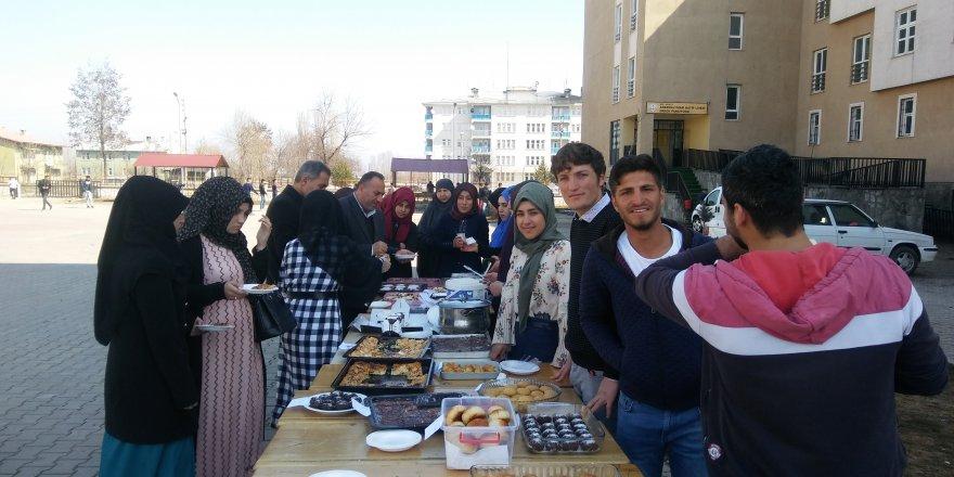 Liseli Öğrencilerden Yemen'e Destek Kermesi
