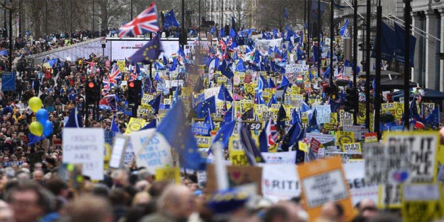 İngiltere'de 1 Milyon Kişi Yeniden Referandum İçin Sokaklarda
