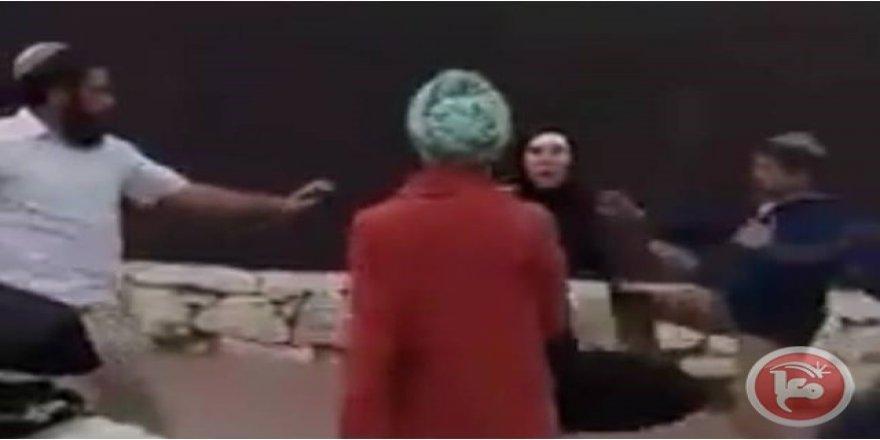 Yahudi İşgalciler El-Halil'de Yaşlı Bir Kadın ve Oğluna Saldırdı