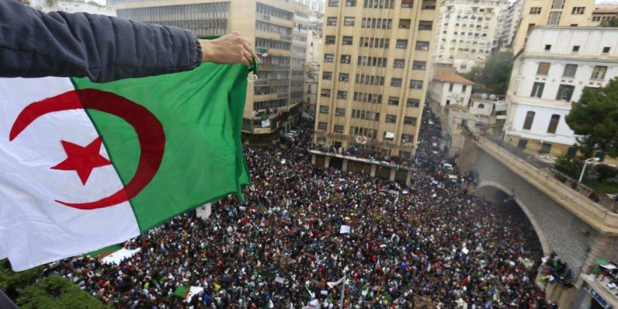 Cezayir Ordusu Halk İradesinin Üstüne Çökebilir!