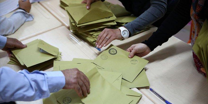 AK Parti İstanbul'da 38 İlçedeki Oyların Yeniden Sayılmasını İstedi
