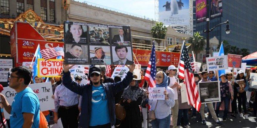 Kaybedilen Uygurların Aileleri Korku İçinde Sevdiklerini Arıyor