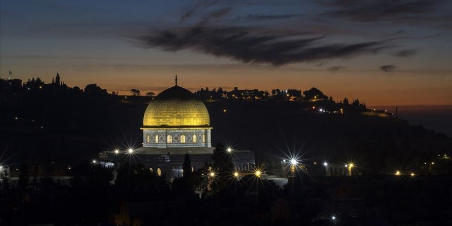 İsrail'den Mescid-i Aksa imamına yurt dışına çıkış yasağı