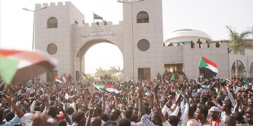 Sudan'da Gözaltındaki Çok Sayıda Muhalif Serbest Bırakıldı