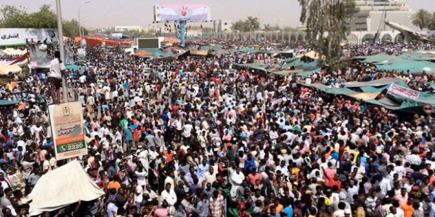Sudan'da Ordudan Sokağa Çıkma Yasağı Uyarısı