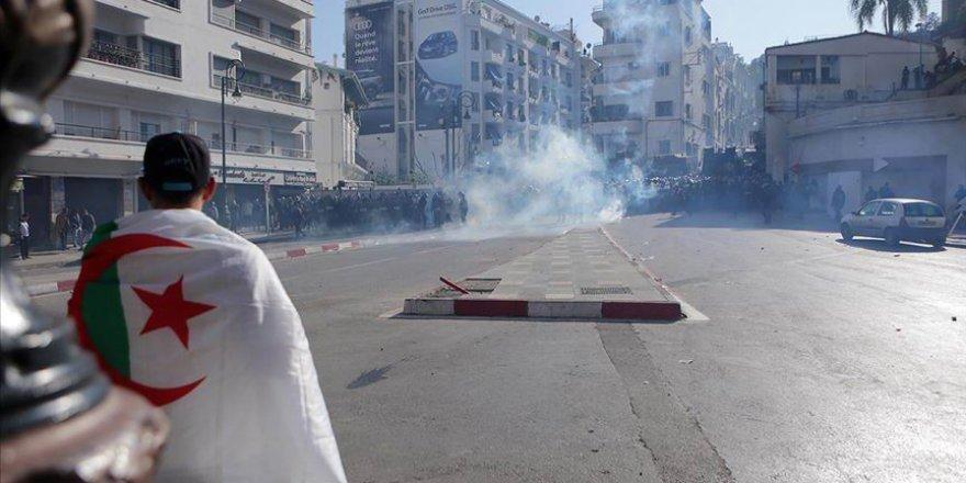 Buteflika'nın 5 Adamının Aday Olduğu Cezayir'de Cumhurbaşkanlığı Seçimleri Tamamlandı