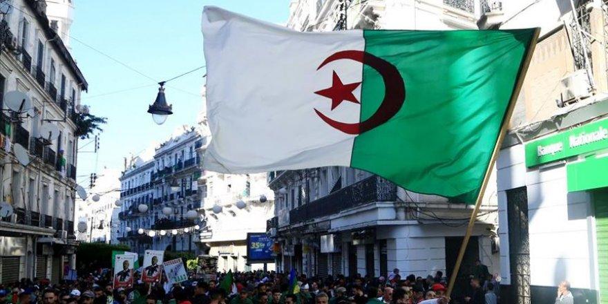 Cezayir Cumhurbaşkanlığı Seçimlerine 9 Adaylık Başvurusu