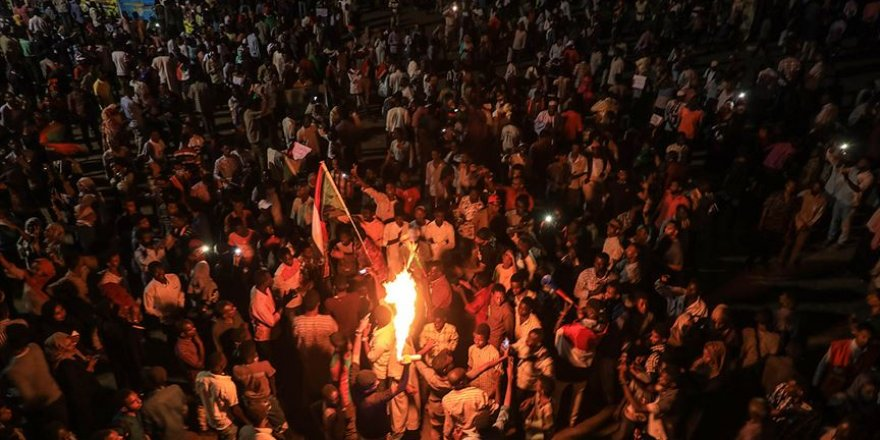 """""""Arap Baharı'nın İkinci Dalgasında Halklar Daha Kararlı"""""""