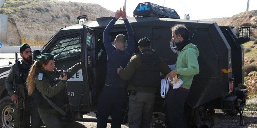 İşgal Güçleri 9 Filistinliyi Gözaltına Aldı