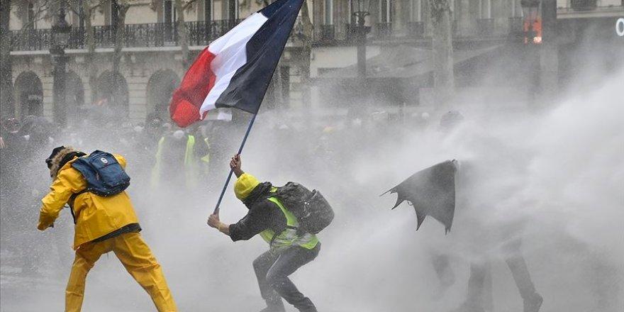 Fransa'da Sarı Yeleklilerin Gösterileri 5. Ayını Doldurdu