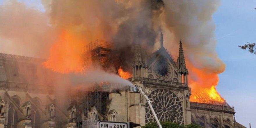 Notre-Dame Yangını: 'Hıristiyanlığın Çöküşünün Simgesi'