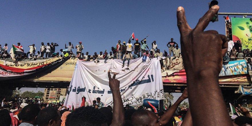 Sudan'da Askeri Geçiş Konseyinden Göstericilere Uyarı