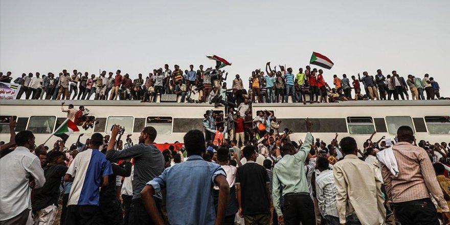 Sudan'da Göstericiler Meydanları Terk Etmiyor
