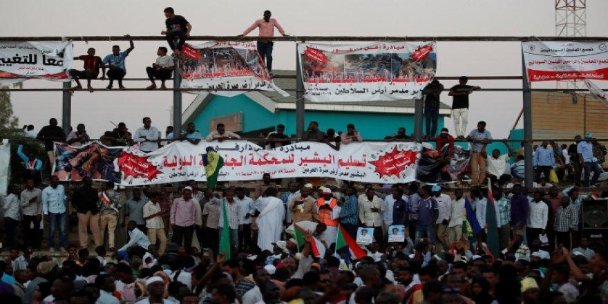 """""""Darbeci Rejimi Destekleyenler Sudan Halkının Düşmanıdır"""""""