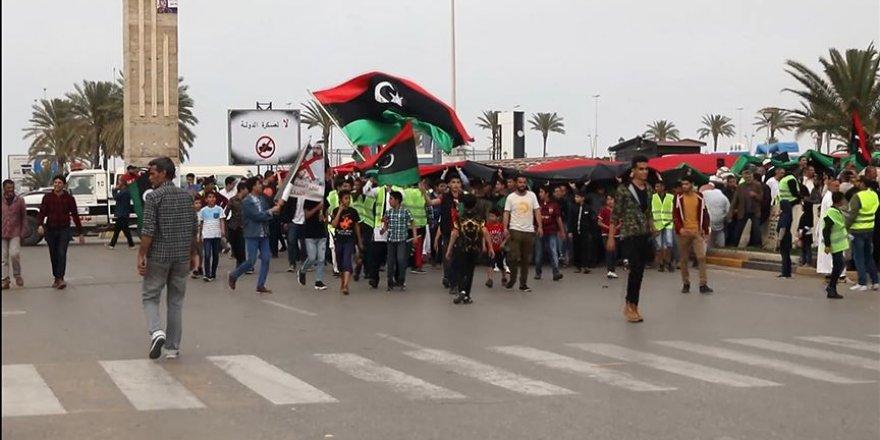 Libya'da Hafter Saldırılarına 'Sarı Yelekli' Protesto