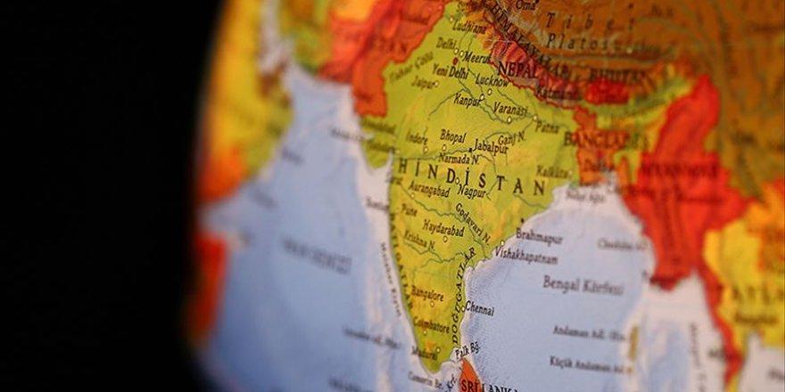 Hindistan'da Bombalı Saldırı: 16 Ölü