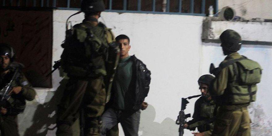 İşgal Güçleri 17 Filistinliyi Gözaltına Aldı