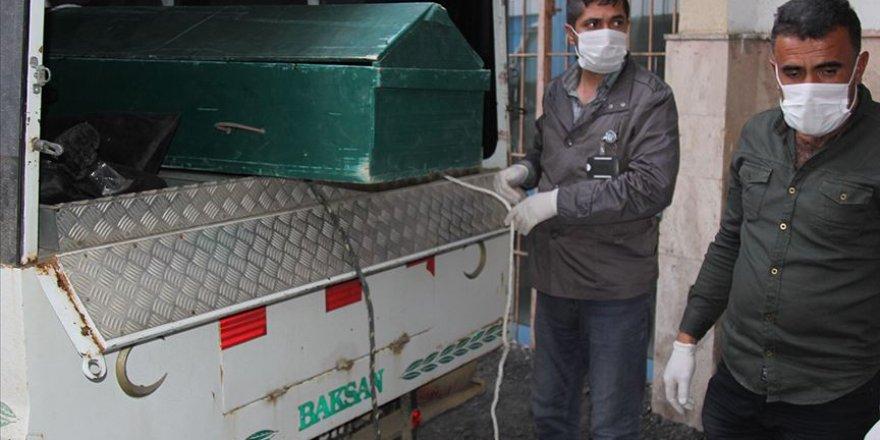 İran Sınırında 6 Erkek Cesedi Bulundu