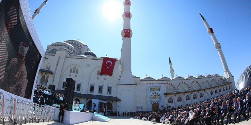 Büyük Çamlıca Camisi İbadete Açıldı