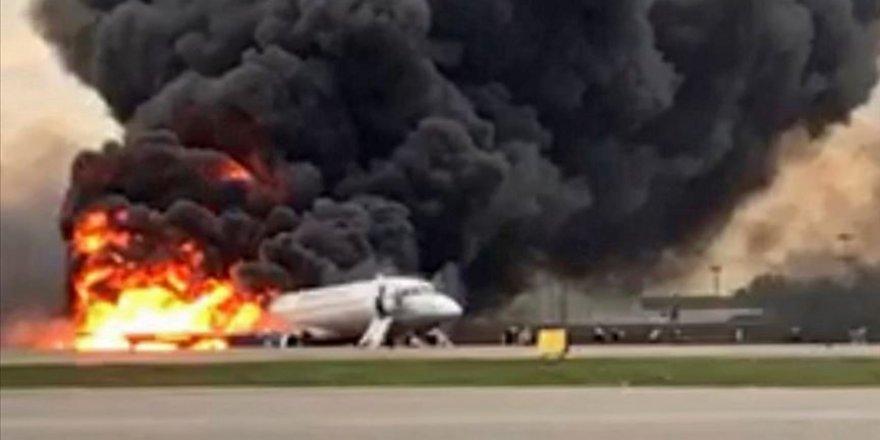 Rusya'da Yolcu Uçağı İniş Yaparken Alev Aldı: 41 Ölü