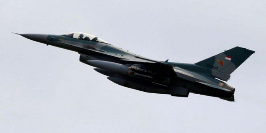 Endonezya'da İnsanları Sahurda Uyandırmak İçin Jetlerle Alçak Uçuş