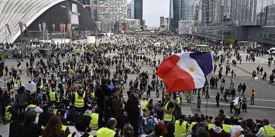 Fransa'da Sarı Yeleklilerin Eylemleri 6. Ayını Doldurdu