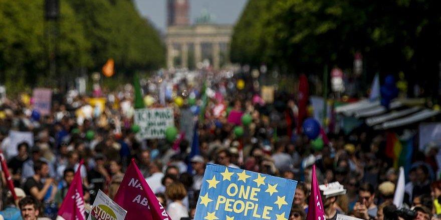 AP Seçimleri Öncesi Almanya'da Irkçılık Karşıtı Gösteri