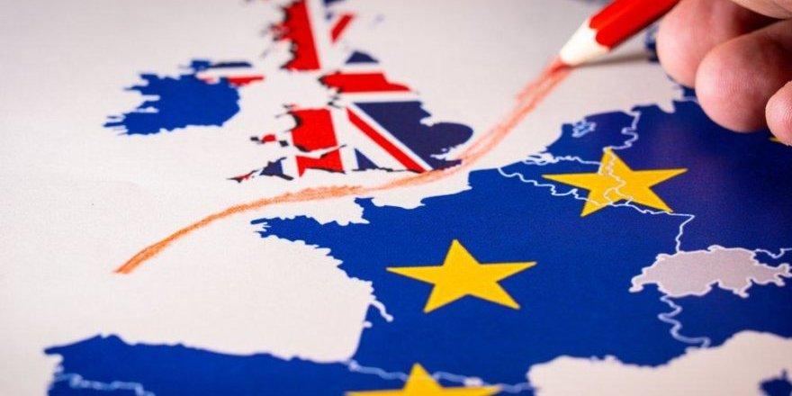 İngiltere'de Brexit İstifa Getirdi