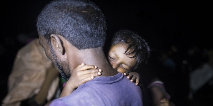Myanmar'da Top Ateşi Sonucu Biri Çocuk 2 Müslüman Hayatını Kaybetti